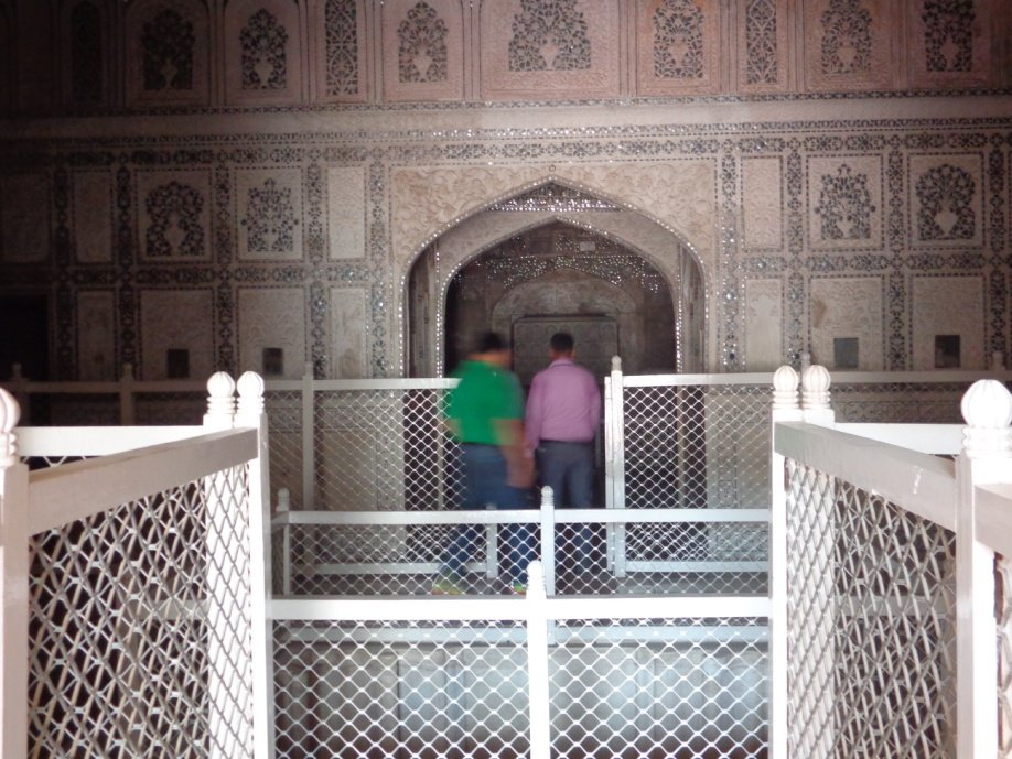 My View of the finest examples of the Mughal Era Monuments in Agra! #mughalmonuments #dreamtrips #Hallofmirrors