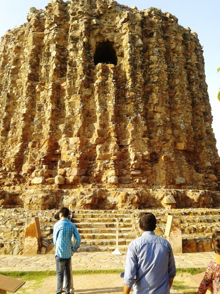 Amazing places to visit in New Delhi - #alaiminar
